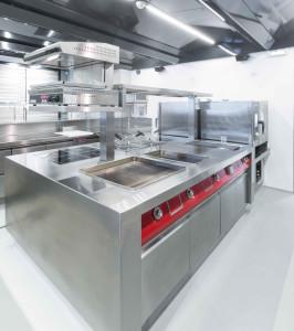 Il blocco cottura della cucina Fiorital Padova realizzato da Rogi