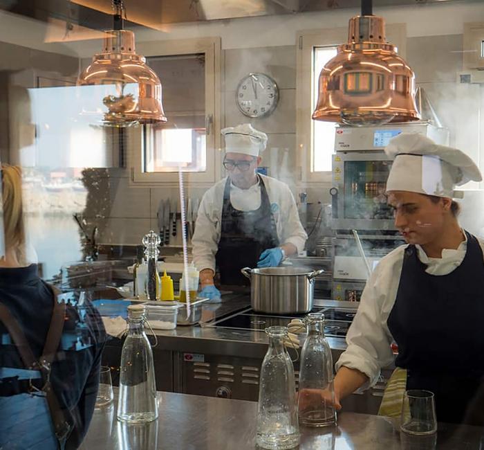 Cucina realizzata da Rogi In Marinetta Albarella